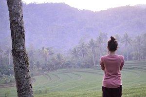 [te.ra.se.ring] 🌴🌾🌴🌾🌴🌾 Kapan terakhir kali kalian main di sawah? . . . . . #blogger #bloggerperempuan #bloggerjogja #nikon #nikonindonesia #nikontravel #travel #travelling #travelblogger #explorewonosobo #explorejawatengah #wonosobo #indonesia #exploreindonesia #clozette #clozetteid