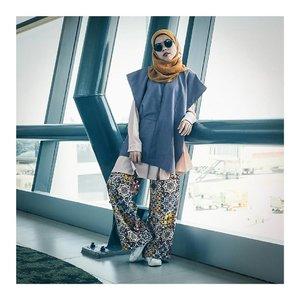 sekali kali begaya begini deh... hahahaaa... . . outfit by @havaid . . . . . #ceritaraju #clozetteid #ootd #ootdhijab #ootdindo #lookbookindonesia #hijabfashion #rajustyle #havaid #saptoforhava