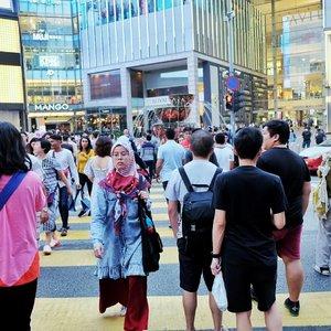 Jalan terus smpe kaki berkonde... . ehhh itu di slide kedua ada yg menarik nih... 😅😅😅 . . . #rajukeliling #roundtheworldtrip #malaysia #pavillion #kualalumpur #traveller #travelblogger #clozetteid