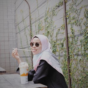 gemesh sama sedotan..........#ceritaraju #clozetteid #lookbookindonesia #bandung #hijabstyle