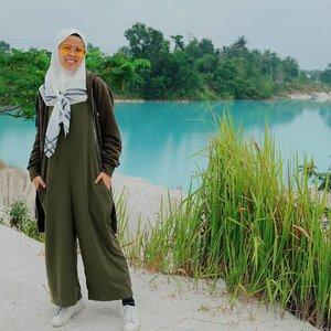 overall 👯..scraft by @pnjboutique ...#ceritaraju #clozetteid #ootdhijab #ootdindo #ootd #lookbookindonesia #fashionblogger #travelblogger #belitung #rajukeliling #rajustyle #fredperry #hnm #pnjboutique #lamer