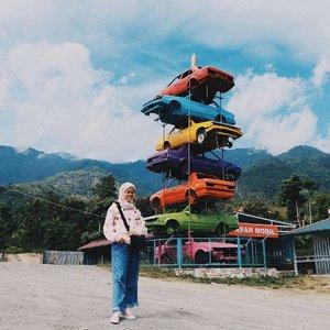 Berada di tempat wisata Nama nya Sate Mobil, di daerah Donggala Kodi, Palu. Dari sini sih kita bisa liat view Palu dari atas. cuco maruco lah yaa... namun klo siang kesini nya lumayan panas beb... .....📷 @galuh_kesuma..#ceritaraju#rajukeliling #palu #travelblogger #travellog #traveling #traveller #clozetteid #ootdhijab #ootd #ootdindo #pompom #vans #lookbookindonesia