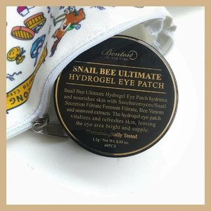 🐌 Benton Snail Bee Ultimate Hydrogel Eye Patch 📝 RATING: 4/5--▶️Comes in a luxurious looking jar. The spatula is included, with separator inside it is super secure as long you close it properly▶️The eye patches are soaked in essence and I don't detect any scent▶️The Hydrogel patches are glittery with black-greenish color, it slippery but once I stick it on my skin it adheres firmly▶️On the packaging, it stated to only wore 10 to 20 minutes but mostly I use it more than time recommendation because I like how this feels so cooling 😅▶️The result is instant but only for temporary, I see these eye patches brightened under eyes and de-puff my eye bag even it's not last for a day but at least in the morning, I don't look lack of sleep, thanks to this!--PS: Not only under eye area, but you can also apply this in smile line or use this as a face mist. To use as face most, mix water and add some patches then wait until the patches completely dissolved 😉 --Gifted by Benton for review purpose-- ✨✨✨✨✨✨✨#clozetteid #bentoncosmetic #indirads #bentonsnailbeeultimatehydrogeleyepatch #kbeautyunicorns #koreanskincare #abbeatthealgorithm #discoverunder5k