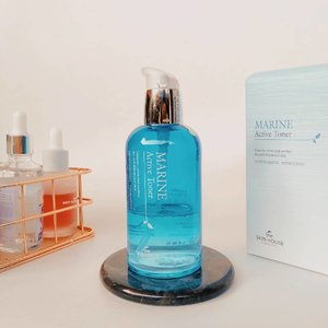One of June fav item The Skin House Marine Active Toner comes in 130ml bottle glass.  Contains nutrients of the sea provides sufficient moisture and nutrition to tired skin to make skin feel moist and well hydrated...📝RATING= 4/5...I have mixed opinion about the packaging :✔️Product description and ingredients available in English✔️Transparent bottle glass, I get to see how many liquids inside✔️Pump available, I can easily control the amount needed for each application❌Made from heavy glass, since I'm clumsy the possibility I drop this is very high (luckily I haven't dropped this so far)❌Not recommended to bring for traveling with..Now to the summary and my final opinion :〰️The amount of toner is full the first time I see this bottle〰️Soft and fresh scent like the sea and it will dissipate quickly 〰️The texture is watery with some viscosity〰️I use this twice a day, 2 pumps for my entire face. I apply 1 to 3 layer depends on my skin condition〰️Sinks quickly without leaving my skin tacky or sticky, when I check my face on mirror my skin looks more lively not tired and it hydrates my skin 〰️Contain alcohol, but I don't feel it drying out my skin the next few hours after I apply this (tested few times when I only stay at home, applied 3 layers of this toner without anything afterwards). You all know it's depends on the product formulation...No sign of irritation so far and it works well with other products in my routine 🙆•••‼️ Gifted in exchange for review#clozetteid