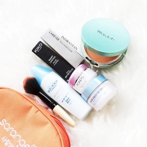 What's in my emergency pouch :•Hadalabo Tamagohada Mild Peeling Makeup Remover + Face Wash (not in picture).•Ponds White Dewy Rose Gel.•Skin Aqua Moisture Milk SPF50+ PA+++.•Pixy White Aqua Gel Cream.•Armando Carusho brush.•Wardah Exclusive Two Way Cake.•Kiko Smart Lipstick.•Laneige Serum Intense Lipstick. 一Hope you all enjoy this holiday season, but I still have work to do 🎄🎉🌂一#clozetteid #rasianbeauty #skincarejunkie #makeupflatlay #whatsinmypouch #abskincare #abmakeup  #abcommunity #asianskincare.....#오늘 #인스타그램 #팔로우  #셀카스타그램 #셀피스타그램 #셀카 #셀피 #2016년 #뷰티 #뷰티스타그램 #뷰티블로거 #블로거 #l4l