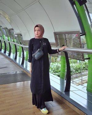 Selamat hari libur yang nanggung 🤪 .....#ClozetteID #ShoxSquad #personalblogger #personalblog #indonesianblogger #lifestyleblog #Hijab #likeforlikes