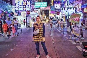 #ladiesmarkethongkong 5 Hari Di Hongkong dan setiap malam kesini, Gak niat beli apa2 tapi ujung2nya pasti beli, puas rasanya bisa nawar smp 70% 😅...#ClozetteID  #personalblogger #personalblog #indonesianblogger #lifestyleblog #Hijab #likeforlikes