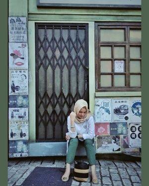 Mamak lagi lelah, butuh istirahat....#ClozetteID #shortgateway #gateway #holiday #familyholiday #personalblogger #personalblog #IndonesianBlogger #lifestyleblog #Hijab #Hijabootd #likeforlikes