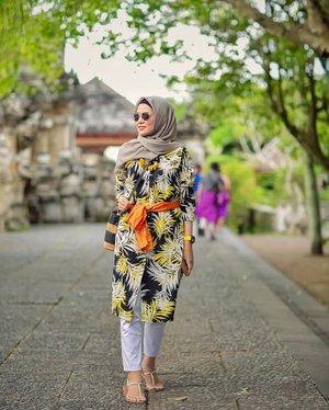 Sore itu di Uluwatu .....#ClozetteID #ShoxSquad #personalblogger #personalblog #indonesianblogger #lifestyleblog #Hijab #likeforlikes