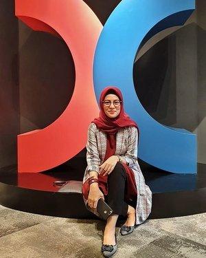 #tbt Hongkong Stock Exchange.....#ClozetteID #ShoxSquad  #personalblogger #personalblog #indonesianblogger #lifestyleblog #Hijab