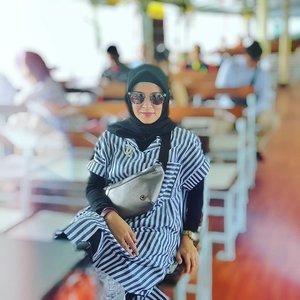 Yang besok kantornya diliburkan, selamat berlibur. Lumayan yaaahhh... 😁😁....#ClozetteID #ShoxSquad  #personalblogger #personalblog #indonesianblogger #lifestyleblog #Hijab