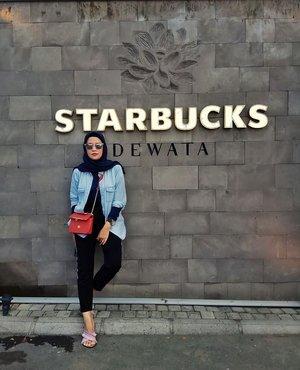 Southeast Asia's largest Starbucks store 'Dewata'...#ClozetteID #ShoxSquad #bachtiarsholiday #EdisiMudik #likeforlikes