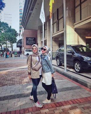 Strolling around #AfterMeeting......#ClozetteID #ShoxSquad #personalblogger #personalblog #indonesianblogger #lifestyleblog #Hijab #likeforlikes