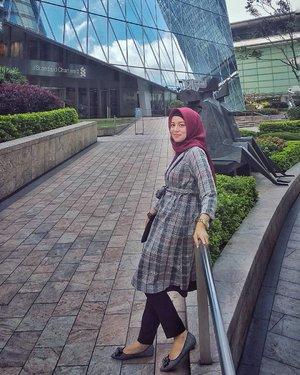 Visit Hongkong Stock Exchange....#ClozetteID #ShoxSquad #personalblogger #personalblog #indonesianblogger #lifestyleblog #Hijab #likeforlikes
