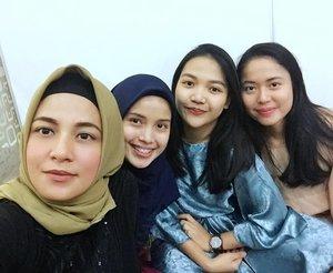 With adik2 cantik Yang seumuran ponakan, sudah tua sayahh 😅😅🤪 #BukberRamadhan2019 #BNIAM . . . ..#ClozetteID # #personalblogger #personalblog #indonesianblogger #lifestyleblog #Hijab