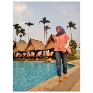Yeayyy...weekend is coming #ootd #clozetteid #hijabfeature_2015 #diaryhijaber I'm wearing short casy top from @houseof_olv