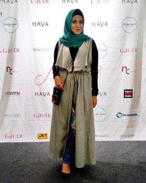 "Still from ""HAVA x Gaudi Muslim Fashion Street""#lafayettejktxclozettefiu #hijabinfashion#HAVAxGaudiXwardah #muslimfashionstreet #clozetteid #photooftheday #instapic"
