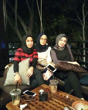 The greatest gift of life is  friendship. .....#ClozetteID  #personalblogger #personalblog #indonesianblogger #lifestyleblog #Hijab #likeforlikes