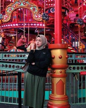 Nak main dulu Sana, Manda ngaso dulu disini sambil nyender 😁....#ShoxSquad #ClozetteID #skytropolis #bachtiarsholiday #hijabbloggers #personalblogger #likeforlikes