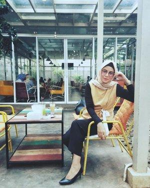 H-5 gaesss, dah tentukan pilihan? Gak perlu ribut sis bro, tinggal coblos sesuai pilihan hati koq ribut. Hayo siapa yg minggu lalu ke GBK, siapa yg bsk ke GBK? 🤪🤪🤪....#ClozetteID #ShoxSquad #personalblogger #personalblog #indonesianblogger #lifestyleblog #Hijab #likeforlikes