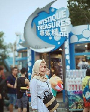 Mystique Treasures#BachtiarsHoliday #HK2018 ......#ClozetteID #shortgateway #gateway #holiday #familyholiday #personalblogger #personalblog #IndonesianBlogger #lifestyleblog #Hijab #Hijabootd #likeforlikes
