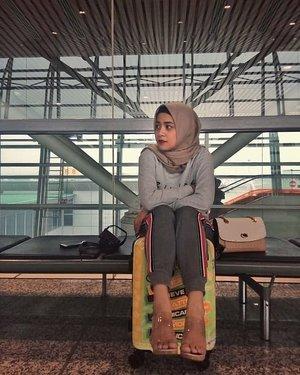 Efek dari pesawat delay, supir yg jemput ngoceh2 karna kelamaan nunggu dan Gak percaya kalo pesawat delay. 🤦🤦...#ShoxSquad #ClozetteID #personalblogger #hijabbloggers #likeforlikes