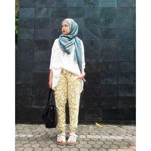Yess ! Its weekend 😆I'm wearing joger pants from @houseof_olv#ootd #clozetteid #starclozetter #hijabfashion