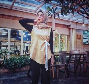Besok udah jumat...yeayyyy 🤟Top from @getmarv....#ClozetteID #ShoxSquad #personalblogger #personalblog #indonesianblogger #lifestyleblog #Hijab #likeforlikes