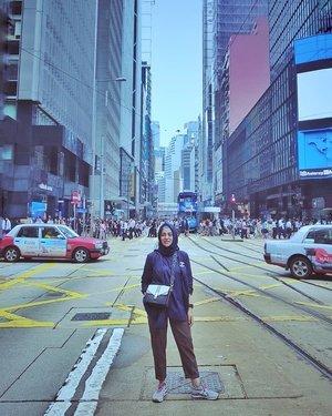 Central of #HongKong #BachtiarsHoliday #HK2018...#ClozetteID #shortgateway #gateway #holiday #familyholiday #personalblogger #personalblog #IndonesianBlogger #lifestyleblog #Hijab #Hijabootd #likeforlikes