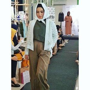 Hava x Gaudi x Wardah Muslim Fashion Street Wardrobe by @havaid . Love this jumpsuit.  #runway #trunkshow #muslimfashionstreet #havaxgaudixwardah #clozetteid