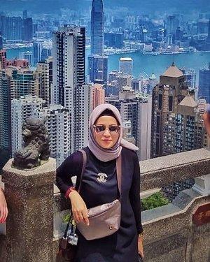 Kesini lagi dengan spot foto yg berbeda #victoriapeakhongkong ....#ClozetteID #ShoxSquad  #personalblogger #personalblog #indonesianblogger #lifestyleblog #Hijab