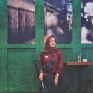 Maroon + Green ....#ClozetteID #ShoxSquad #personalblogger #personalblog #indonesianblogger #lifestyleblog #Hijab #likeforlikes