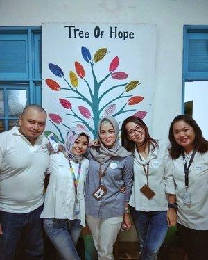 Tree Of Hope 🌲🌳 . Tau gak sih berapa batang #pohon yang harus #ditebang demi 1 rim #kertas dan #tissue. Dan berasa besar lahan #hutan Yang harus #dibabat abis.  Yukkkk mulai sekarang #bijak menggunakan kertas dan tissue, buat masa depan anak cucu kita khan.  #ActGreenNowForsSustainTomorrow  #GoGreen #TreeOfHope . . . #ClozetteID #Hijabootd #personalblogger #personalblog #IndonesianBlogger #lifestyleblog #Lifestyle #likeforlikes
