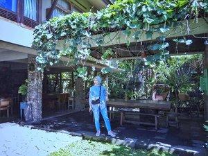 #tbt liburan akhir tahun kemarin di @rumahbatusoloAku dan suami tuh paling seneng kalo lagi liburan ke luar kota cari hotel atau penginapan yg nyatu sama Alam. Suka yg nuansa resort atau villa gitu dibanding bentuk hotel pada umumnya, karena untuk anak2 biar bisa lepas main. ...#ClozetteID #Lifestyle #Blogger