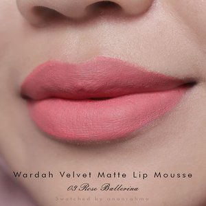 @tikarahayu.ners meminta swatch @wardahbeauty velvet matte lip mousse Rose Ballerina... Kayaknya gak cocok buat aku. . . #clozetteid #makeup #lipswatch #lip #lipcream #wardah #wardahbeauty #wardahlipcream