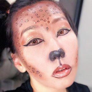 """Ini adalah Halloween makeup ku pertama dan aku ambil tema Animal Look..Setelah sekian lama memutuskan akhirnya aku bikin Leopard Look 🐆🐆 Aku memakai brush dari @kaycollection yaitu @masamishouko no 320 untuk membaurkan foundation & countoring dan untuk detail mata dan totol2 Leopard aku pakai rangkaian Rosie Edition juga dari @masamishouko Tak lupa untuk membaurkan bedak aku pakai beautyblendernya @masamishoukoO yah untuk eyeliner aku pake """"dollywink""""Semuanya aku beli di @kaycollection Suka banget dengan semua produk @kaycollection karena semua produknya berkualitas dan terpenting awet dan tahan lama....BTW i hope halloween look aku memenuhi persyaratan untuk giveaway nya @kaycollection and please wish me luck 🙏🏻🙏🏻 and Happy Halloween #KAYhalloweenmakeup #KAYloween2018 #halloweenmakeup #halloween #clozetteid @clozetteid"""