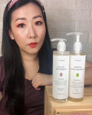 Simply ORefreshing Scalp ShampooGreen BreezeMade in Korea300 ML/ 299K🌟Klaim :Membantu regenerasi rambut & Memperkuat kulit kepala Menghilangkan ketombeMerawat kulit kepala Kesejukan kulit kepala Membuat kulit kepala lebih segar dan wangi seperti berada di hutanMelembutkan rambut serta merawat rambut Anti oksidan, anti alergi, dan perlindungan UVMelindungi kulit kepala lebih sehat dengan campuran 10 bahan yang dipatenkan seperti licorice dan ginseng97% bahan alami✨IngredientsGlycyrrhiza Glabra (Licorice) Root Extract, Niacinamode, Morus Alba Bark Extract, Glycine Soja (Soybean) Seed Extract, Panthenol, Biotin, Climbazole, Menthol, etc✨Notable EffectRefreshing, Antioxidant, Cleans and remove dandruff, Rejuvenating & Strengthening, Softening, Relieve, Moisture, Nutrients & Strengthen ✨Yang perlu dinotice* NO (Sulfate, Paraben, Alcohol & Silicone)* Tanpa (Mineral Oil, Pengawet Sintentis & Pewarna buatan)* Perawatan kulit kepala, ketombe, gatal🌟Packaging botol plastik tebal bening. Dilengkapi dengan pump terpisahTeksturnya cair gel warna bening hint kekuningancukup pake air sedikit sudah berbusaWangi manis dan seger ada hint mint🌟Cara Pakai * Basahkan rambut* Ambil produk , tambah sedikit air lalu gosokan sampai jadi busa* Gunakan di kulit kepala sampe ujung rambut* Bilas* Ulangi bila perlu✨ReviewAku amaze sama shampoo ini pertama dia menggunakan 97% bahan Alami Walaupun busanya banyak (tapi ga berlebihan), tidak bikin rambut kering malah berkesan agak kesat dan ga licin. Dan rambut tidak terlihat kaku kering gituDengan kandungannya yang ciamik itu, rambut aku berasa lembut, berkilau, bervolume, dan tergerai sempurna bahkan ga gampang kusut. Selain itu tidak lepek/berminyak lagi.Bahkan di keesokan harinya pun rambut masih OK banget Berasa rambut jadi lebih sehat dan lebih kuatYang penasaran cuss boleh kepoin@fastbeautyid BTW produk ini harganya lagi diskon 50% di Shopee Fast Beauty ID Yuk borong yukk 😍Thanks @fastbeautyid@beautyindonesian#bixfastbeauty