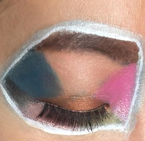 ini eotd nya aku inspirasi ama pallete makeup warna warni 🤣🤣🤣 Jadilah look #eotd lainnya untuk event giveaway #inivindyxLuxcrime dan #makeupbarenginivindy @inivindy @luxcrime_id@kapinshopin@yangajaib.bulumata #makeupbarenginivindy#inivindynovember#inivindyXLuxcrimeyuk ikutan @hannafaridl @dessychrisvine @faralina98#eyemakeup  #eyemakeuplook #clozetteid @clozetteid