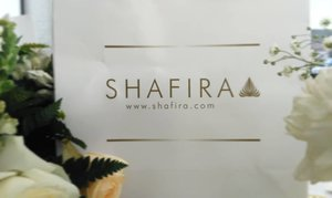 Pernah dengar brand @shafiramuslimfashion belum? Saya sih sering, tapi baru tau kalo lini fashion muslimah satu ini sudah berusia hampir 30 tahun! Wow pencapaian yang luar biasa dong, mengingat banyaknya lini fashion muslimah yang kian menjamur saat iniJelang usia 30 tahun, Safira senantiasa hadir menemani para muslimah dan memenuhi kebutuhan berpakaian sesuai syariat. Tidak hanya itu, Safira pun mengadakan temu blogger @komunitasisb dan sharing inspiratif bersama Mbak Nadiah Fatimah, salah satu survivor Lupus yang juga pengurus puluhan majelis taklim di Jakarta. Beliau berbagi kisah proses hijrahnya untuk mengenal Allah SWT lebih dekat. Simak linimasa twitter saya di (at) tiandarinie untuk live tweet keseruan acara hari ini ♥#clozetteID #30thShafiraJourney#journeytoworldclassfashion #sharingiscaring #momblogger #lifestyleblogger