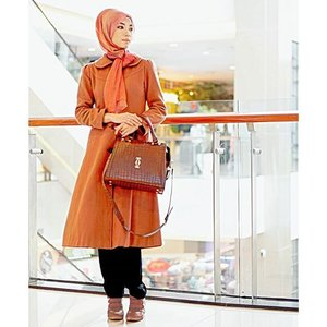 Bismillaaah.. Ya Allah aku mau umroh ^^ . this is my style while waiting for my flight at the airport #clozetteid #GoDiscover #cordovatravel #travelinstyle