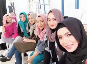 We Are Ready for HAVA X GAUDY Muslim Fashion Street Show.. #clozetteid #hijabstyle #fashionshow #backstage #hijab fashion