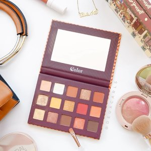 DUPE ALERT ⚠️ this IDR 130K palette from @ivabeaute.id is a dupe of the famous Natasha Denona Sunset Palette!!! ー I have tons of warm-toned palettes but nothing like this one; the bright matte shades are calling my name! One thing that I do notice from @ccolorcosmetics' matte shadows are that they do not darken on skin - the color payoff is true to what you see on pan 💖👌 plus, they blend oh so smoothly like those high-end shadows. The fallout is kinda crazy because the texture of these shadows are very soft & powdery, but I'm okay as long as they're easy to work with. The shimmers have that nice creamy & buttery feel, and more of a foiled finish.  Overall I'd recommend this palette for everyone, especially those who seek a good-quality dupe of the crazily priced ND palettes.  Go get it from @ivabeaute.id bcs they're the only one in 🇮🇩 that carry products from CColor Cosmetics! . . #clozetteid #ccolorcosmetics #cchannelbeauty  #cchannelid #makeupswatches #dupealert #dupethat #drugstoremakeup #palette #eyeshadow #アイメイク #アイシャドウ #アイシャドウパレット #indobeautygram #sbybeautyblogger  #indobeautyblogger #beautyblogger #beautybloggerindonesia #makeupmurah #ragamkecantikan