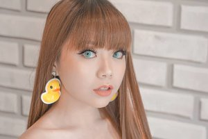(bukan) Lisa 🤷🏻♀️ Spot the qwack-qwack 🐣 anting kebangsaan yang dibela-belain beli literally 5 menit sebelum lomba berlangsung! Lashes by @viviansecret.id..#clozetteid #bloggerperempuan #fotd #faceoftheday #motd #makeuplook #makeupoftheday #makeup #wakeupandmakeup #dressyourface #bloggerindonesia #sbybeautyblogger #beauty #beautyblogger #bblogger #メイク#コスメ