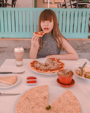 When you have a table full of 🍕 but you still want a piz-za attention from him (and he's been ghosting you for years) . 🍕 OMG this pic is definitely my faveeee pic of the year. The color palette, the plating, that bear 3D latte art... Everything about this pic is so aesthetically pleasing!!✨ Please be prepared with loads of pizza (and OOTD) pics that I'm going to upload soon bcs I'm so in love with all the pics taken at @thelocalist.sby ☕ . 🍕 #clozetteid  #cafesurabaya  #kulinersub  #kulinersby  #kulinersurabaya  #anakjajan  #workwithCarls  #bunnysisters  #BunniesxTheLocalist #aesthetic #pastel #コーディネート #コーデ #今日のコーデ  #今日のファッション #フード  #goodplaceid  #goodplacesby  #foodies  #foodblogger  #foodpedia