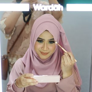 @wardahbeauty punya palette eyeshadow baru yang super cantiiiik 😍😍.penasaran pengen beli? atau penasaran pengen coba cobain produk baru wardah sebelum beli?.kalo iya, berarti kamu wajib banget main ke booth @wardahbeauty di Atrium Gandaria City, cuma ada sampe tanggal 7 October 2018 gengs.. banyak banget produk-produk wardah yang diskon jugaa 😍😍😍.#WardahDays2018 #InspiringBeautyDiscovery #BeautyJournalXWardah @beautyjournal #clozetteid