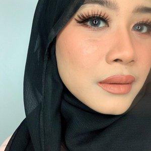 One brand tutorial lagiii..😆😆 Produk lokal tuh banyak yang bagus sekarang yah.. dulu brand ini aku pandang sebelah mata, ga menarik buat aku.. tapi seiring berjalannya waktu, brand ini makin bagus..banggaaa akutuu 😍😍😍 Tutorialnya menyusul 😘😍#clozetteid #peachmakeup #peachymakeup #naturalmakeup #makeupnatural #dailymakeup