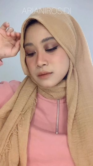 Produk yang aku pakai: @wardahbeauty Instaperfect Primer @purbasarimakeupid Pore Perfecting BB Cushion @makeoverid Matte Powder Foundation @studiotropik Flawless Priming Water @esqacosmetics Goddess Cheek Palette Athena @minuet.official palette @luxcrime Airy Lip Mousse - Almond Truffle #clozetteid #makeup #smokeyeye #softsmokeyeye