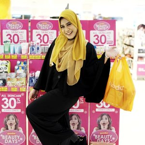 Selalu bahagia dateng ke @guardian_id , produk makeup dan skincare drugstore kesukaan aku ada di Guardian soalnya 😍.Apalagi sekarang sampai hari Minggu,  28 Oktober 2018 lagi ada #GuardianBeautyDays ..Kamu udah ke Guardian? udah kalap apa aja selama Guardian Beauty Days gengs? 😍.#clozetteid