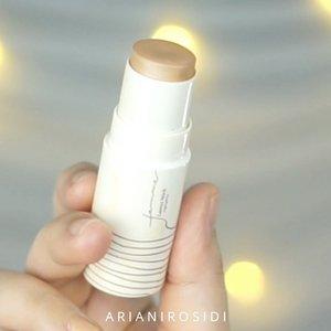 Glowing Complexion yang jadi favorite aku: 1. Aku campur @jacquelle_official Blur Effect Foundation dengan @pondsindonesia Instabright Glow Up Cream. 2. Aku pakai @femme_cosmetic Luster Stick- Sandy 3. Lanjut pakai @femme_cosmetic Luster Stick Highlighter Pearly 4. Terakhir aku pakai highlighter dari @sadabycathysharon 😍#clozetteid #glowingskin #complexion #glowingmakeup #makeupglowing