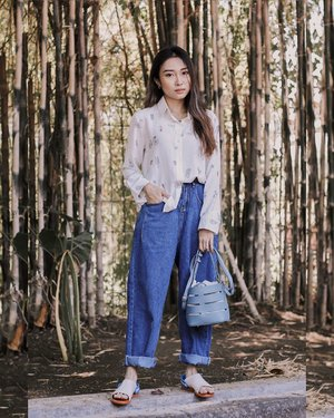 —— too in love sama model celana jeans jaman dulu gini, berasa vintage✨ ini set dari Origin, tap for details! . . . #ootdindo #lookbookindonesia #clozetteid #shoxsquad #ootd